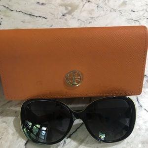 Tory Burch Sunglasses (Like New)